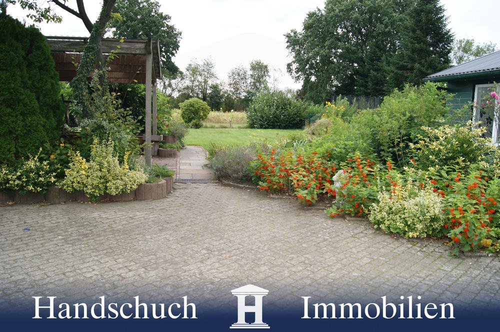 Aufffahrt / Garten